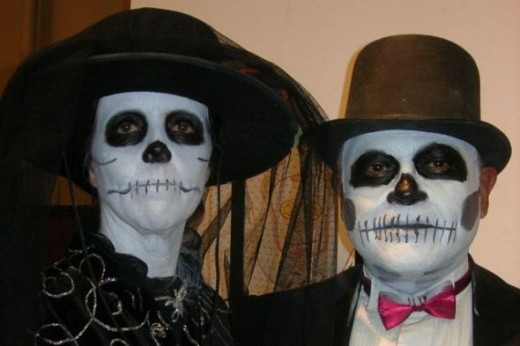 skeleton couple, photo by Relache