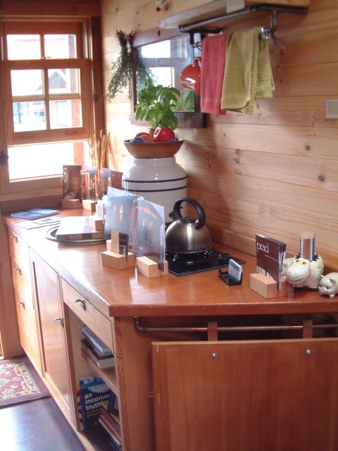 Dee's tiny kitchen, photo by Relache