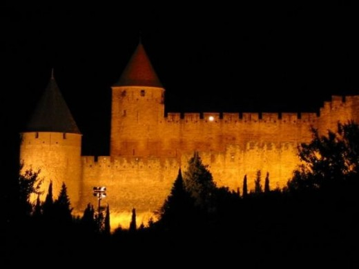 The photo: Vu de nuit de la cite de Carcassonne is by Pereubu, and licensed under CC-BY-SA-3.0