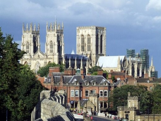 The photo shows York Minster, viewed from the city walls, by Krystian Hasterok, and licensed under CC-BY-SA-2.5