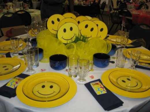 Our Friends of the Park organization has a Spring Brunch Fundraiser every year and there are so many creative tables and many of them use chargers. Each table sponsor chooses their own theme and carries it out with their table décor.
