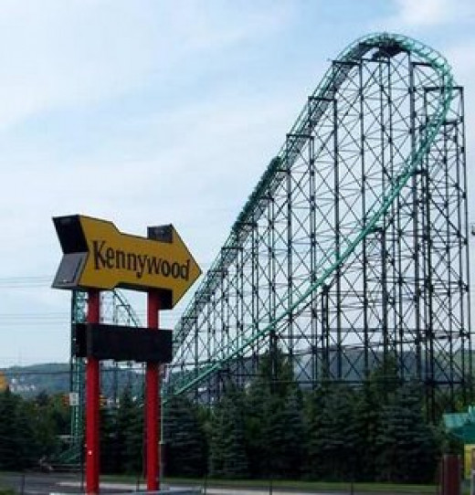 Kennywood Park: the iconic arrow sign with The Phantom's Revenge in the background, the park's most famous rollercoaster.