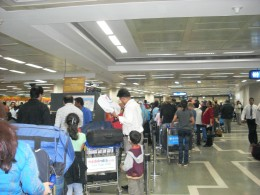 Queues at Mumbai Aiport were incredible as everybody waited anxiously as some planes were delayed, and others had no idea what was going on or where you had to check in