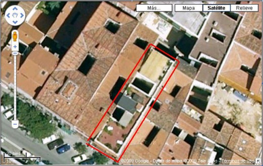 Terrace inside the red box!  You can see that we're surrounded by the famous Spanish red tile roofs, but we don't have one :-)