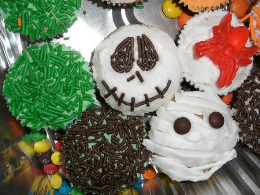 Use this photo for inspiration to create these super simple Halloween cupcake designs for the party.
