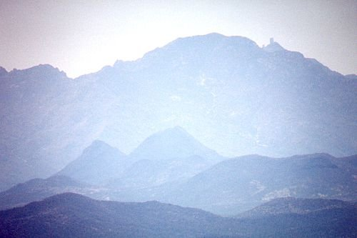 Telephoto of Kitt Peak showing the tallest telescope more clearly.