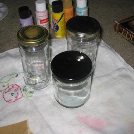 Get the glass jars ready. Be sure the jars and lids are clean. When I'm finished with the food in a jar, I wash the jar and lid thoroughly, let them air dry then store them with the lid off to let any odors dissipate.