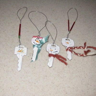 Snowman Ornaments -- Key Crafts