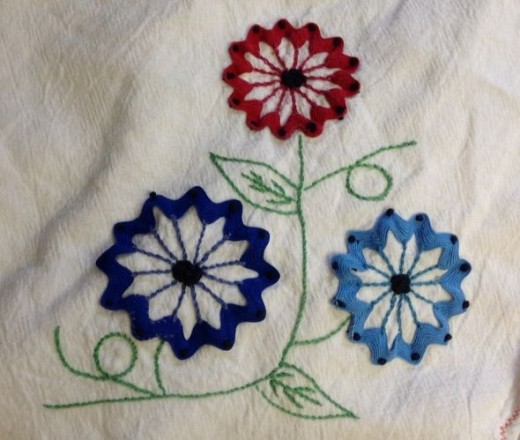 Vintage tea towel with rick rack flowers.