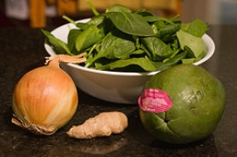 Main ingredients for Chicken 'Tinola.' (Photo courtesy by tiny bites from Flickr)