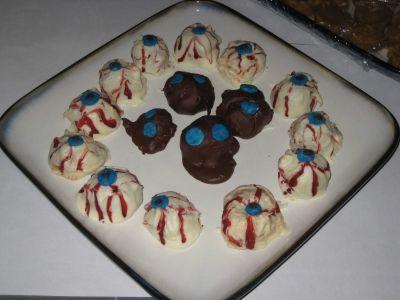 Spooky Halloween Eyeballs - Chocolate Covered Peanutbutter Balls