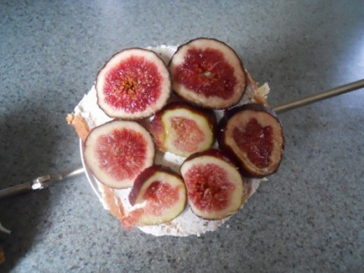 Slice figs into 1/4 thick slices and put on one side of the pie iron.   You have to push them toward the center so they don't slide out when the pie iron is closed and locked.    Put it on high heat for approximately 4 minutes on each side.