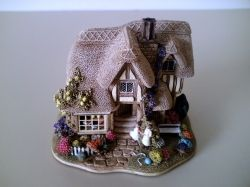 Lilliput Lane Cottage - The Chocolate Box