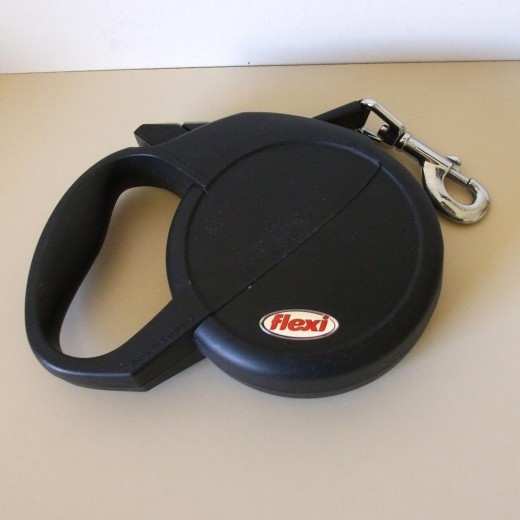Flexi Extending Tape Ribbon Black Dog Lead with scuffed case - suitable for Medium to Large Dog ( UK buyer in Kent ) £ 15.10