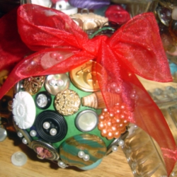 DIY Vintage Button Ornament