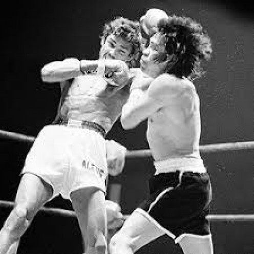 Alexis Arguello landed plenty of left hands like this on his way to knocking out Rock-a-bye Ruben in the 13th round.