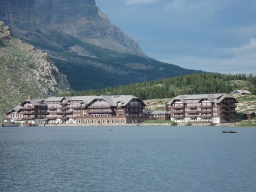 Many Glacier Lodge and Hotel