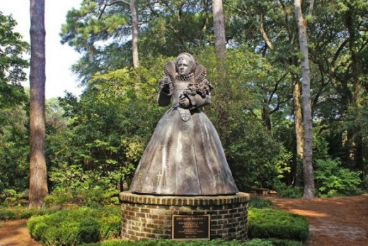 This is a statue of Queen Elizabeth I