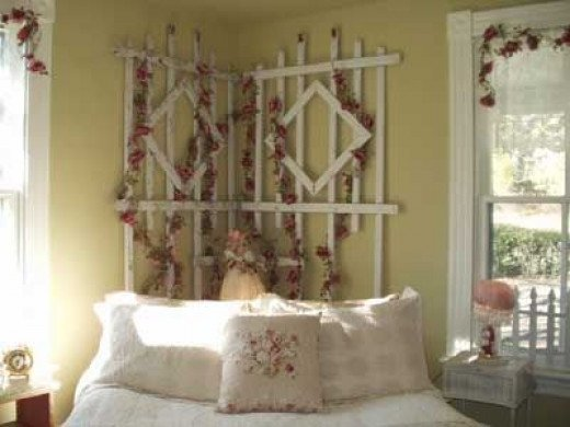 This rose trellis in her bedroom is a nice touch. Note the hat lamp shade on the side table and doll lamp behind the bed. These were found at a consignment shop.