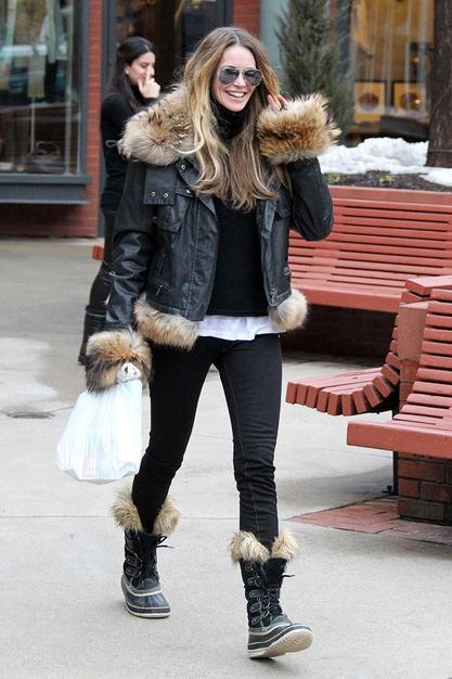 Elle Macpherson rocking her Sorel Boots