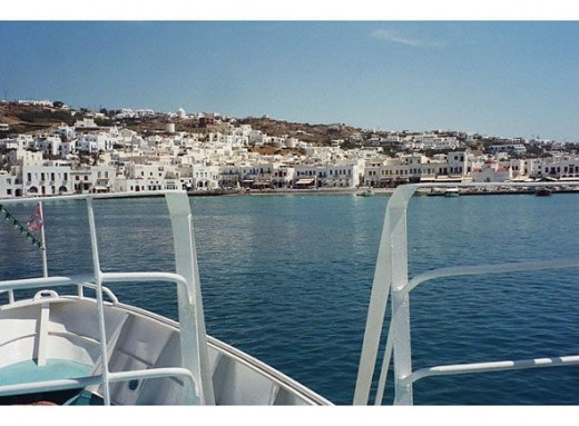 Returning to Mykonos on the ferry from Delos (the next part of this travel diary). The Aegean is such a lovely color near land.