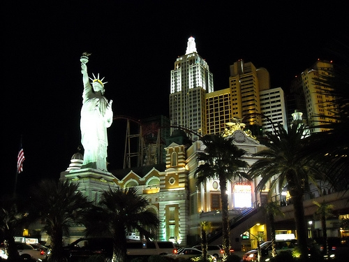 New York City and Statue of Liberty Replica (New York New York) - You can get a full view just by walking along Las Vegas Boulevard. Photo Credit: http://www.flickr.com/photos/danramarch/2871759034/