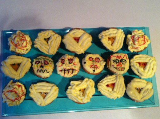 My last minute tray of Halloween cupcakes from last year