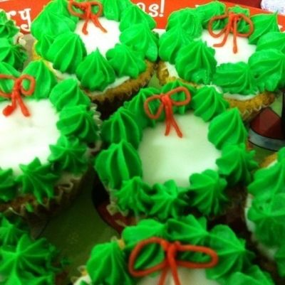 Christmas Wreath Cupcakes (photo copyright of the author