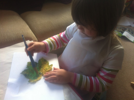 We craft for the seasons, from autumn leaf painting...