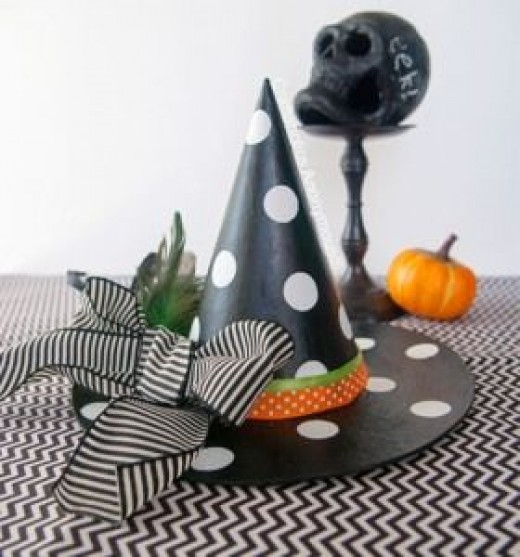 crafts-witches-hat-black-polka-dot