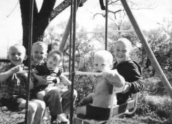 kids-on-swing