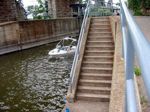Stairs from the mooring ramp