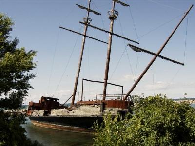 Shipwreck on Lake Ontario, 2007
