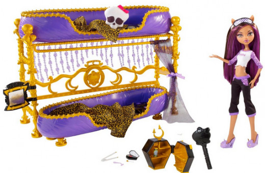 Dead Tired Clawdeen Wolf Doll And Bed Playset