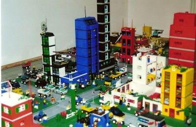 you can create your own world with buildings, people and vehicles.