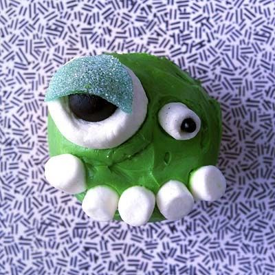 Big Alien Cupcake will scare your Friends
