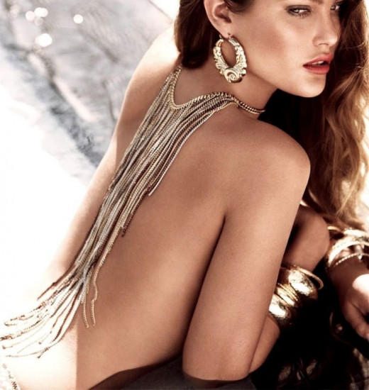 Love this backwards necklace for backless dress