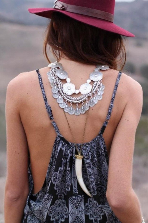 A backless dress is a good choice for the summer outfits, but this time try to spice up these outfits with the fashion trend - back necklace.