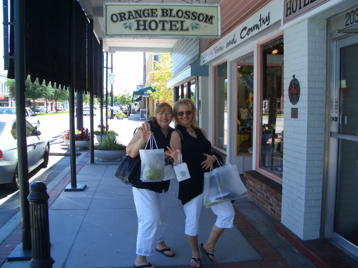 Lucy and I Shopping in Downtown Kissimmee, Florida!