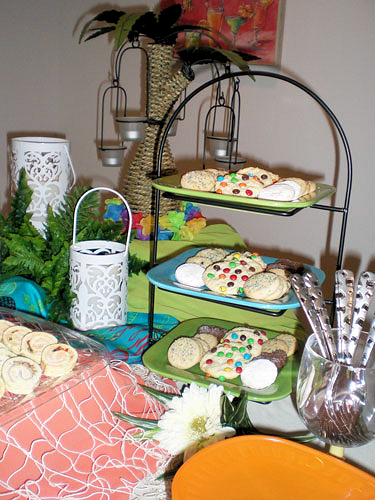 For this tropical themed buffet, I used a different style stand with fixed tiers. Still looks great!