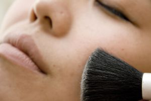 Makeup is just one of the many ways that you can fade skin spots for flawless, perfect and beautiful skin!