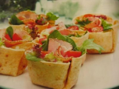 Tortilla salad baskets