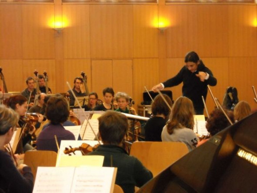"Jose Luis Gomez in rehearsals with Basel Sinfonietta for ""Cristal Argento I"" by Oscar Edelstein"