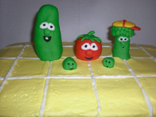 Larry the cucumber, Bob the tomato, JR asparagus, The French peas