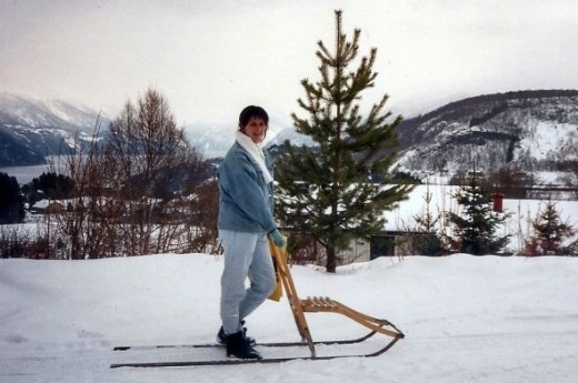 Me on a sparker.  I have no idea what the english word for this sled like device is.   Anyone?  Never had seen one before, not seen one since.  But it was fun to ride to the store and back!