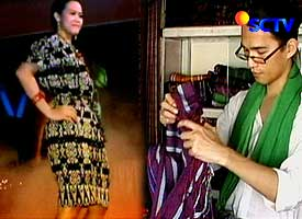 Oscar uses the traditional material from East Nusa Tenggara