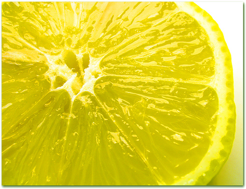 Fresh lemon (Photo courtesy by Martjusha from Flickr)