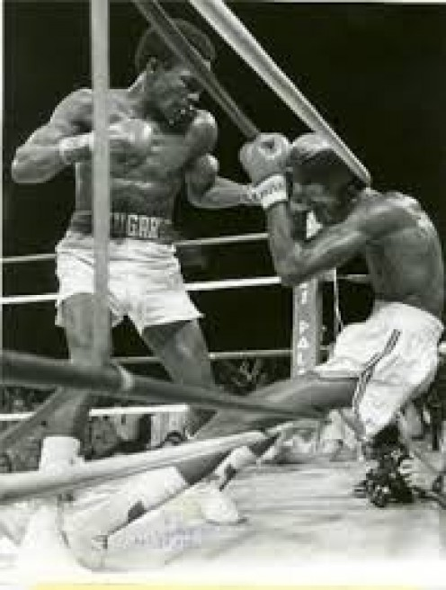 Ray Leonard he to mount a comeback to score a dramatic 14th round K.O. in a battle of unbeaten champions.