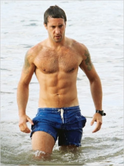 Alex O'Loughlin's Workout...Hawaii Five-O Style!