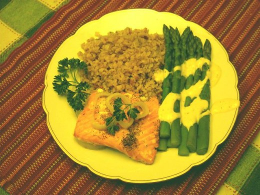 Salmon with brown rice and aspara.gus
